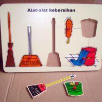 Puzzle Alat – Alat Kebersihan